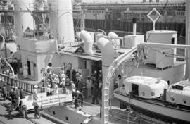 "[Visitors boarding the U.S. ship ""Cincinnati""]"