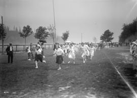 [Hudson's Bay Co. picnic - games in progress - ladies' foot race]