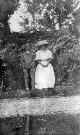 [Miss Verna Smith and unidentified man]