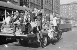 [Crowd on back of truck during VJ Day celebrations]