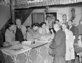 Chinese [men and women purchasing Victory Bonds]