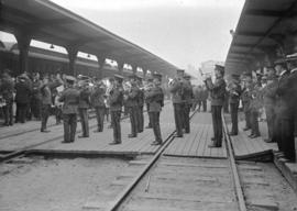 72nd Seaforths [band and crowd at railway station]