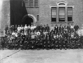 Dawson School [portrait of students and teachers]