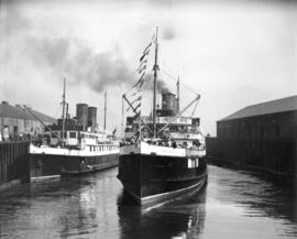 "Spencer's picnic leaving Union dock [aboard ""Lady Alexandra"", ""Lady Cynthia&q..."