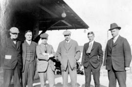 Mr. D.B. Hanna flanked by Chicago pressmen