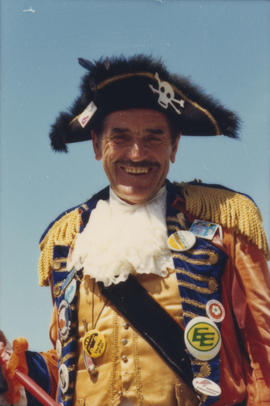 Man wearing pirate costume