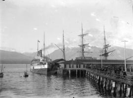 "[Passengers disembarking from the ship ""Islander"" at the Evans, Coleman and Evans dock]"