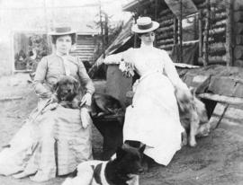 "Miss Lilly Edgerton and Miss Kate Rockwell ""Klondike Kate"" and their dogs Tex, Nellie a..."