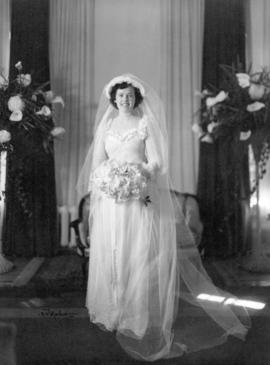 [Miss Sidney Elizabeth Woodward (Mrs. Glen McDonald) on her wedding day]