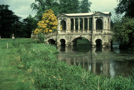 Gardens - United Kingdom : Wilton House, Palladian bridge, Avon (?) River