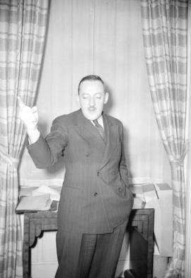 [Portrait of Hertel La Roque speaking at the Hotel Vancouver]
