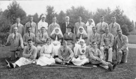 Nurses and patients at Napsbury Hospital around 1918 during the first World War