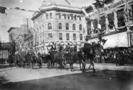 [The Duke and Duchess of Cornwall and York on Hastings Street near Richards Street]