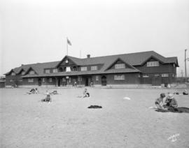 [People on beach in front of Kitsilano Beach bathhouse]