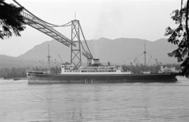 "[""Hiye Maru"" passing under the Lions Gate Bridge under construction]"