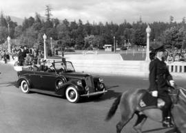 [King George VI and Queen Elizabeth driving through Stanley Park]