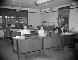 [Women at work in the offices of Hedlund's Ltd.]