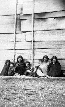 [Unidentified First Nations Women and Children]