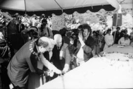 Mike Harcourt and Jeanne Sauvé cutting Centennial birthday cake