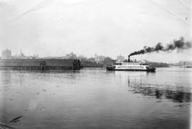 [North Vancouver Ferry No. 3 approaches the Evans, Coleman and Evans dock]