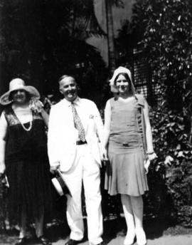 [Barlow and two unidentified women in Manila]