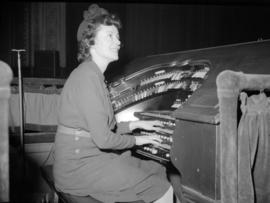 [Woman playing the organ at the Orpheum Theatre]