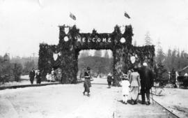 [Evergreen arch, entrance to Stanley Park]