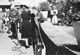 "[Mrs. Walter Winsby unveils the walking beam of the S.S. ""Beaver"" at Prospect Point]"
