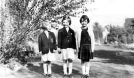 Alix Louise Gordon, unknown girl and Jane Banfield
