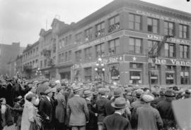 Crowd in front of the Vancouver Daily Star Building [303 West Pender Street]