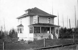 [Exterior of the Thomas S. Nye residence on the southwest corner of Lonsdale Avenue and Queens Road]