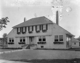 [Job no. 181 : photograph of Akhurst residence, Balfour Ave, exterior]
