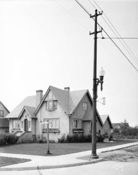 [Street light and house on corner of Adera Street and 41st Avenue]
