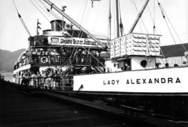 "[S.S. ""Lady Alexandra"" loaded with Union staff and families for Union staff Jubilee Pic..."