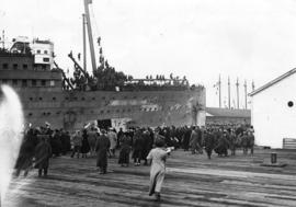 "[72nd Battalion, Seaforth Highlanders, C.E.F. disembarking from the ""Empress of Asia"" a..."