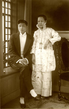 [Wedding portrait of Yip Kew Him and Lee Lan Fan]
