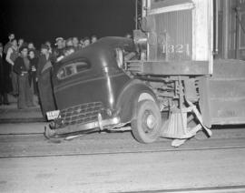 [Accident involving a streetcar and automobile]