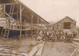 [Group photograph of Vancouver Shipyard Co. Ltd employees]
