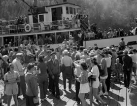 [People disembarking from the U.S.S. Capilano at Bowen Island]