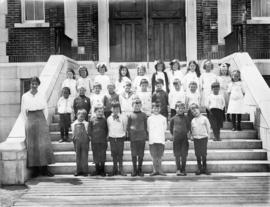 Edna Olsen, 6th from left in top row, Beaconsfield School [class portrait]
