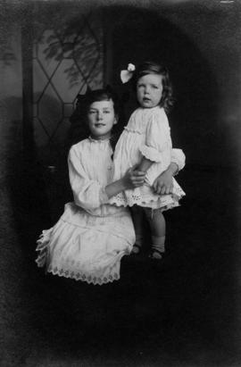 Portrait of Edith and Edna Olsen, daughters of W. J. Olsen