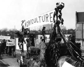 Student campaign U.B.C., the pilgrimage : Agriculture float