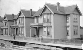 [Houses on Howe Street between Georgia and Dunsmuir Streets]