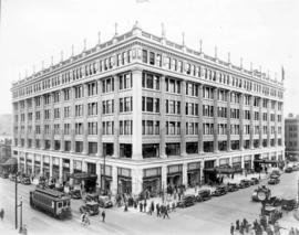 [Exterior of Hudson's Bay Co. - N.E. corner Georgia and Granville Streets]