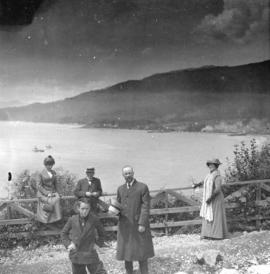 [An unidentified group at Prospect Point]