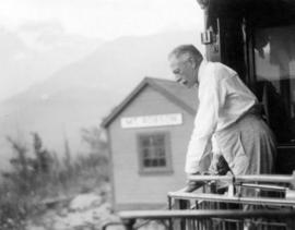 [Douglas Haig, 1st Earl Haig (Field Marshal) on a train at Mount Robson]