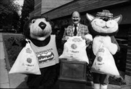 Tillicum, Mike Harcourt and MacTavish holding plastic bags