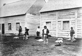 [Metis and dogs at the Hudson's Bay Company in Fort Carleton, N.W.T.]