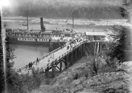 "[Passengers disembarking from ferry S.S. ""Bowena"" at Snug Cove, Bowen Island]"