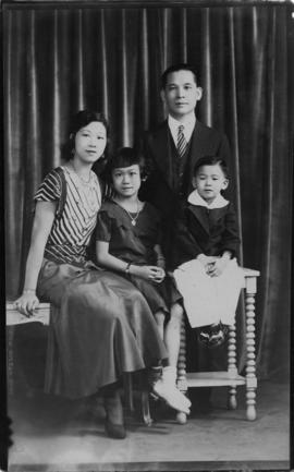 Lillian Ho Wong and family members [17 of 33]